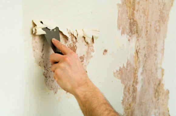 Снятие старой краски со стены
