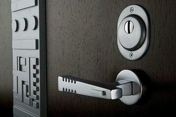 nadyozhnaya_vhodnaya_dver