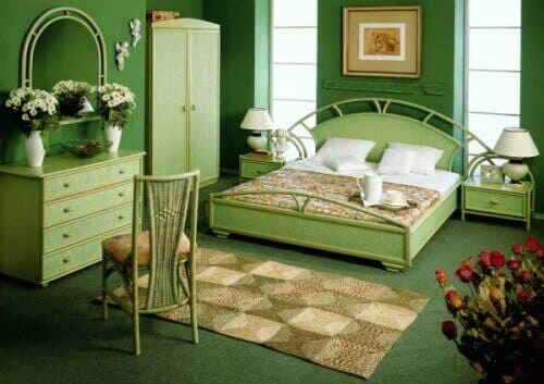 Спальная комната в зелёном цвете