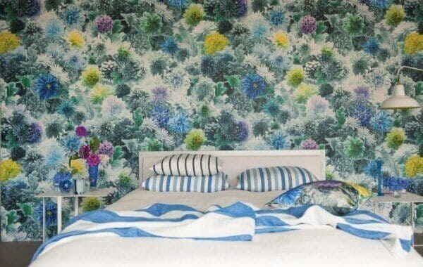 Кровать в цветах
