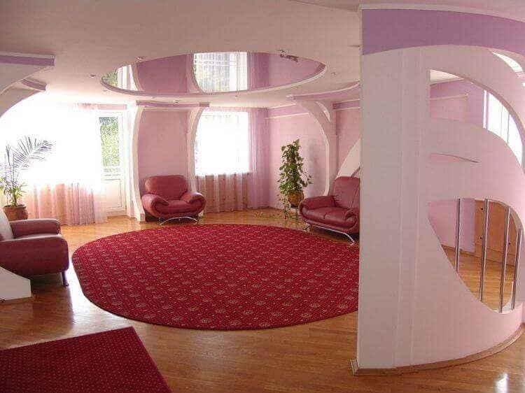 Потолочный дизайн в гостиной