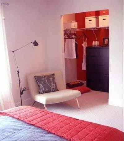 Отсек для предметов в нише небольшой комнаты