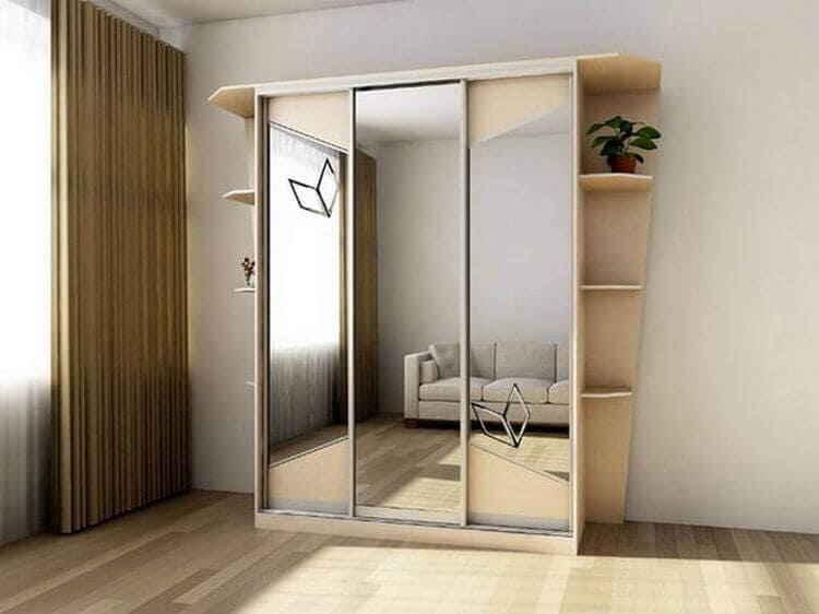 Шкаф с зеркальными дверцами