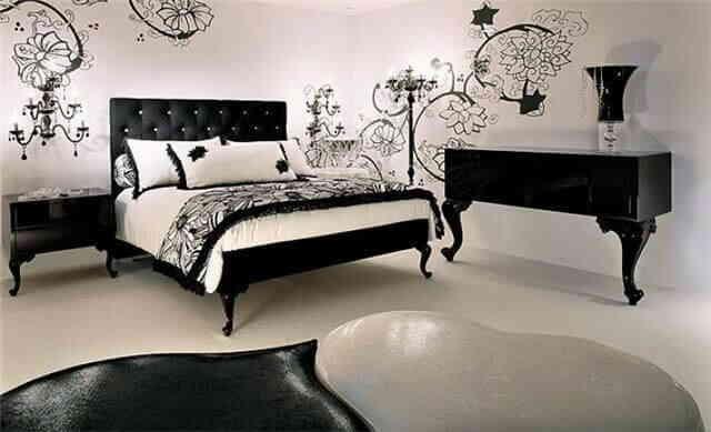Замысловатая композиция из спальной мебели