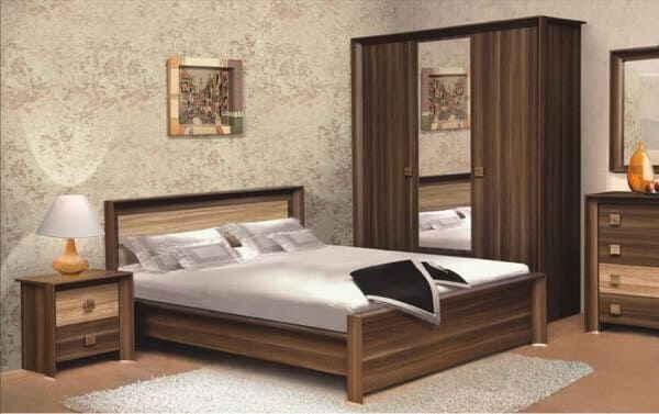Кровать и тумбочки