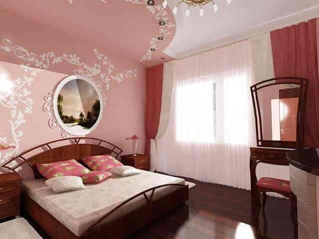 Яркий потолок с растительным рисунком