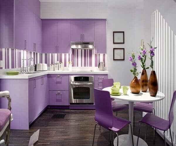 Кухонная комната цвета фуксии