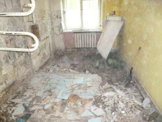 Демонтаж облицовки помещения кухни