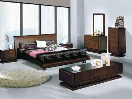Солидный мебельный комплект из дерева тёмного цвета