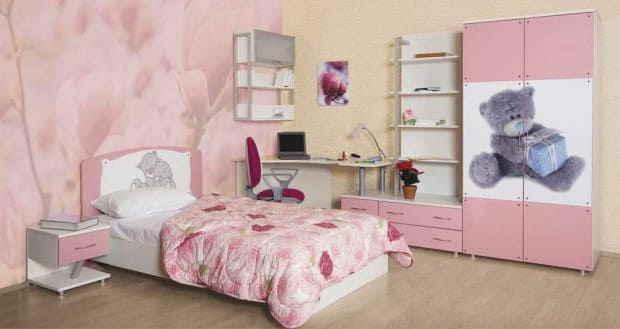 Романтичная спальная комната с очень малым количеством мебели<br />