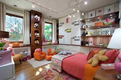 Маленькая комната с 2-мя окнами