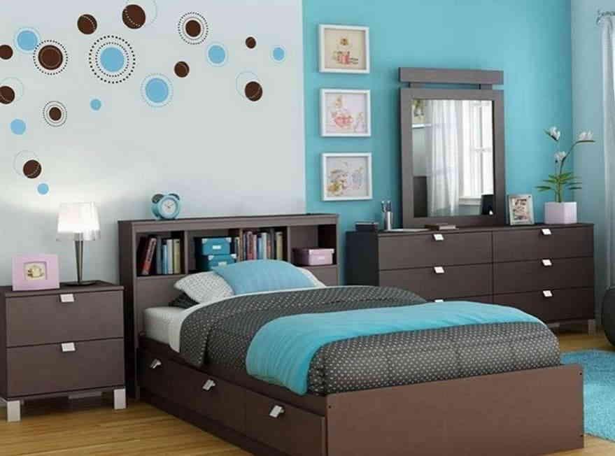 Подростковая спальная комната в коричнево-бирюзовых оттенках