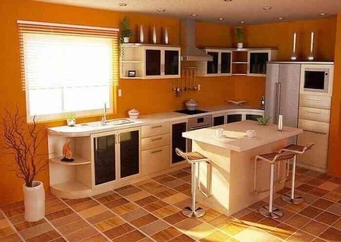Кухня с полом из керамической плитки